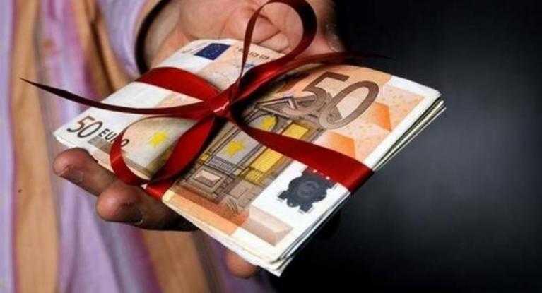 Δώρο Χριστουγέννων: Πότε και πόσα θα πάρουν οι δικαιούχοι - Υπολογίστε online