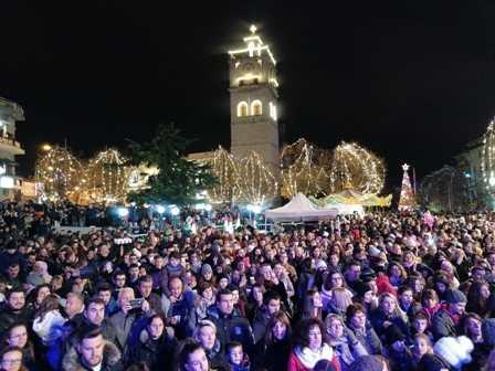 Φαντασμαγορική εκδήλωση για το άναμμα του χριστουγεννιάτικου δέντρου!