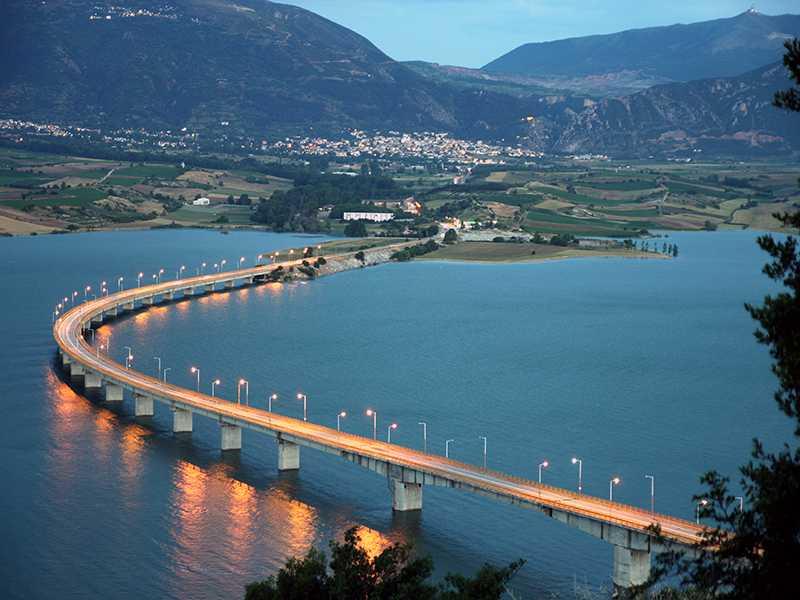 Ασυντήρητη με φθορές, ρηγματώσεις, παραμορφώσεις, η γέφυρα Σερβίων-Πολυφύτου, από τότε που «γεννήθηκε!»,. Δεν υπάρχει μητρώο ελέγχου της γέφυρας, υποχρεωτικό από τη νομοθεσία!!  «Παίζουν τον παπά» οι δήθεν υπεύθυνοι… ψάχνοντας το φάκελο του έργου που εμπεριέχει και τη μελέτη στατικότητας!  Γιώργος Κασαπίδης «Δεν υπάρχει ο φάκελος για τη δεύτερη μεγαλύτερη γέφυρα της Ελλάδος, είναι ντροπή»!