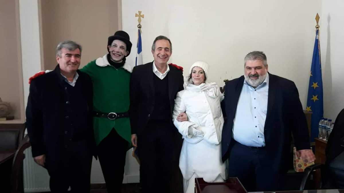 Πρωτοχρονιάτικα κάλαντα και ευχές στον Δήμαρχο Εορδαίας.