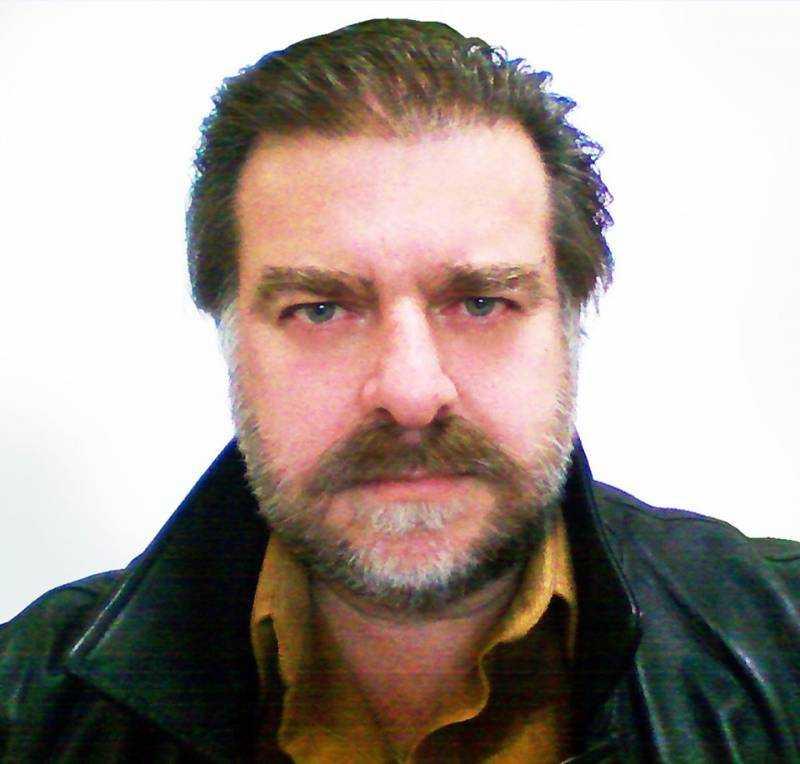 Ερωτήσεις-απαντήσεις με τον συγγραφέα Στέλιο Χαλκίτη από τον Θοδωρή Σαλακίδη