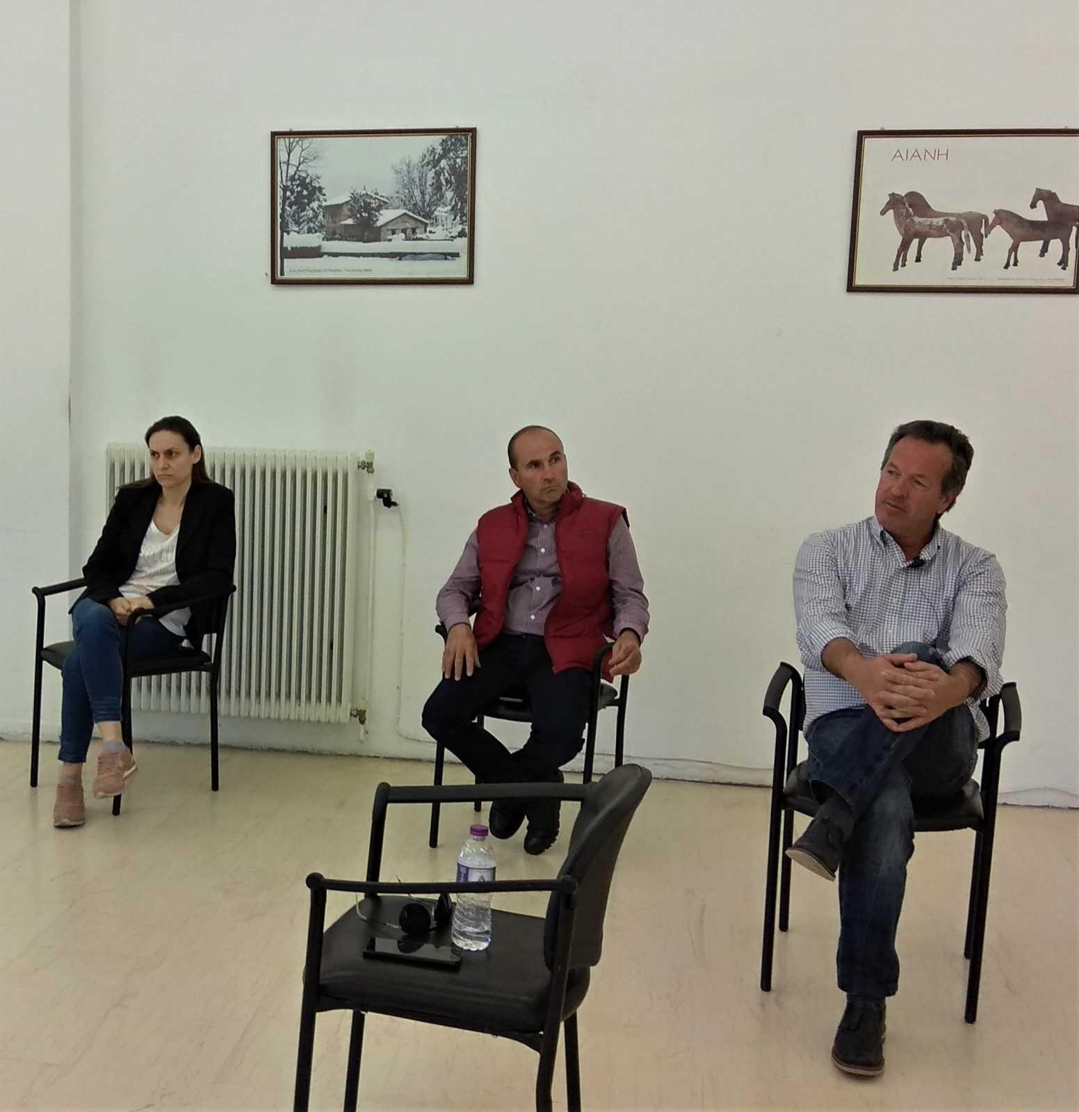 Ενημερωτική συνάντηση δημάρχου Κοζάνης & μελών του κοινοτικού συμβουλίου Αιανής για την έλευση προσφύγων-μεταναστών. Έντονη η αγωνία - Zητούμενο όλων η επόμενη μέρα και οι συνθήκες ασφαλούς συνύπαρξης