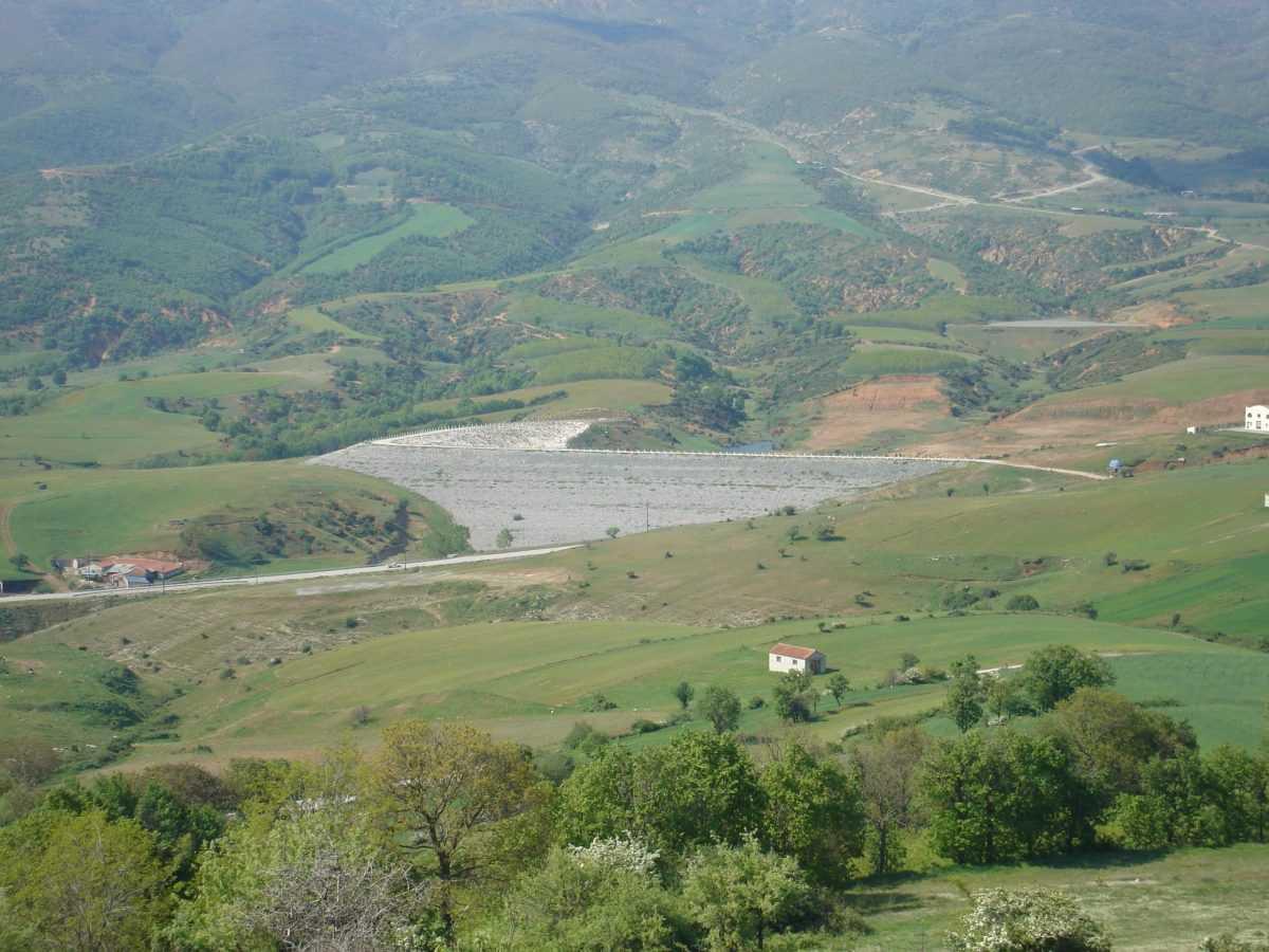 Περίφραξη γύρω από το φράγμα ύδρευσης  και τη δημιουργία χώρων αναψυχής στη Δεσκάτη, συνολικού π/υ 308.000 ευρώ