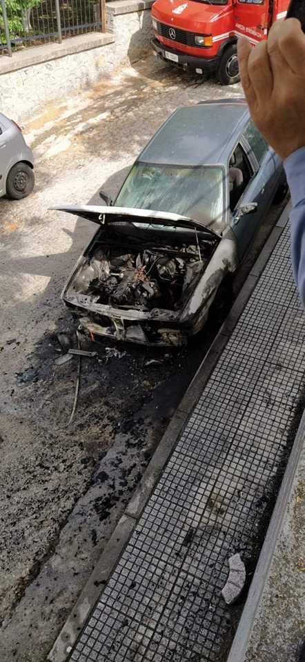 Παρανάλωμα του πυρός έγινε αυτοκίνητο πλησίον του νοσοκομείου.