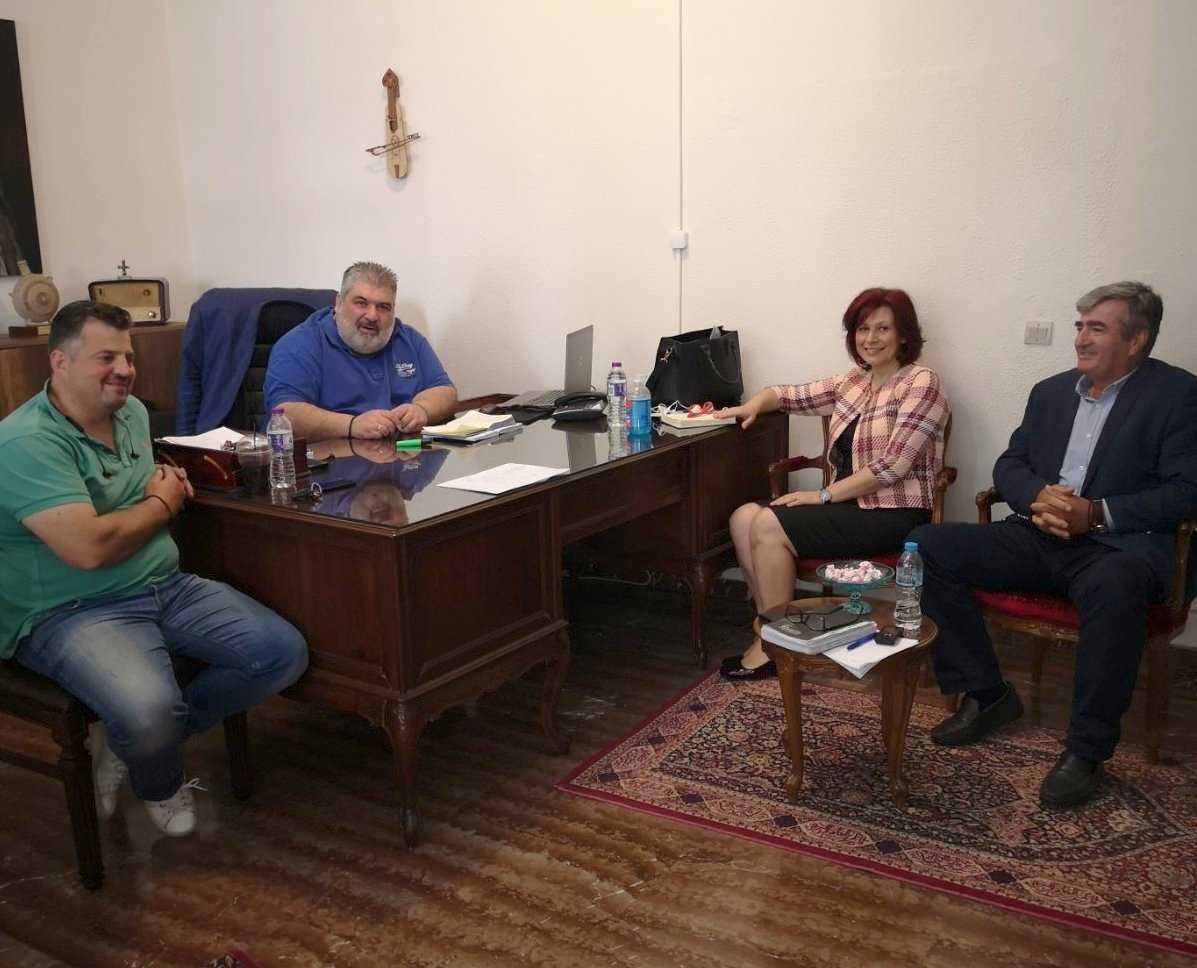 Ζητήματα του Δήμου, συζήτησε η Παρασκευή Βρυζίδου, κυρίως σε ό,τι αφορά το μέλλον της τηλεθέρμανσης και τον προσανατολισμό του Δήμου για έργα, που θα εξασφαλίσουν σημαντικές θέσεις εργασίας κατά την επίσκεψή της στο Δήμο Εορδαίας