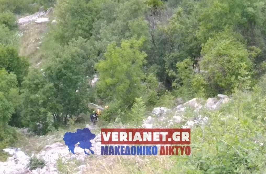 """Σε γκρεμό βάθους 150 μέτρων """"βούτηξε"""" Ι.Χ. στο δρόμο μεταξύ Καστανιάς και Ζωοδόχου Πηγής. - Νεκρός ο 34χρονος οδηγός"""