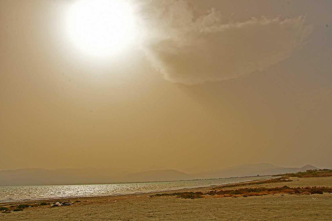 Άνοδος της θερμοκρασίας σήμερα, με τις βροχούλες και την σκόνη να επιμένουν