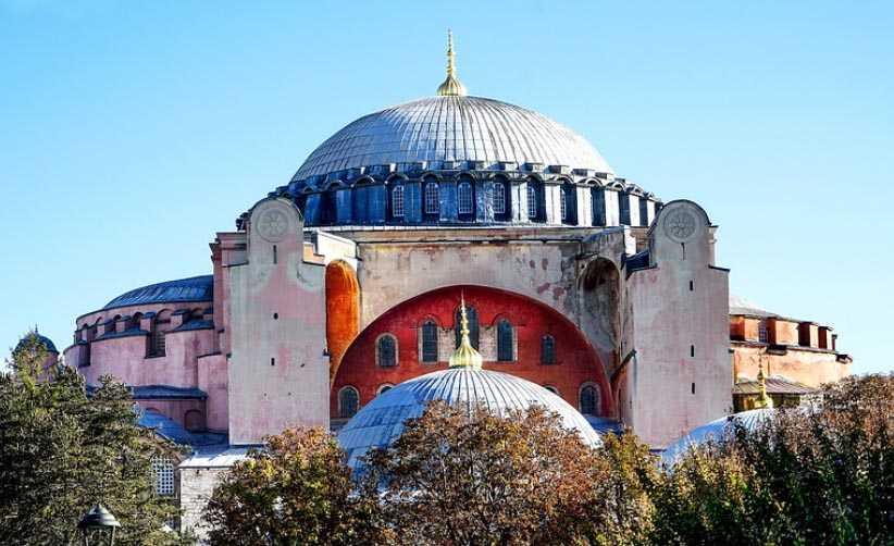 Πένθιμα χτύπησαν οι καμπάνες στους Ιερούς Ναούς της Ιεράς Μητροπόλεως Σερβίων και Κοζάνης. Πένθιμα χτύπησαν στον ορθόδοξο κόσμο παντού στη γη, στη χριστιανοσύνη όλη, πένθιμα χτυπούν και οι καρδιές στον πολιτισμένο κόσμο, για την Αγία Σοφία στην Κωνσταντινούπολη. του παπαδάσκαλου Κωνσταντίνου Ι. Κώστα