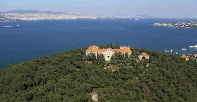 Ιερά ΘεολογικήΣχολή της Χάλκης: 49 χρόνια φιμωμένη
