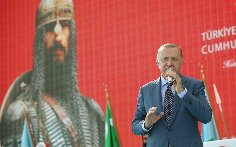 Νέο-οθωμανικά παλάτια στην άμμο. Γράφει ο Λεωνίδας Κουμάκης