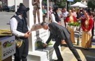 Στην ανέγερση μνημείου για τη Γενοκτονία των Ποντίων στη Νεάπολη Βοΐου. «Στη Γενοκτονία των Ελλήνων του Πόντου απαντάμε με όπλα μας τη λύρα, τον αγιασμό και τον αμάραντο». Δήλωση του βουλευτή Π.Ε. Κοζάνης Στάθη Κωνσταντινίδη