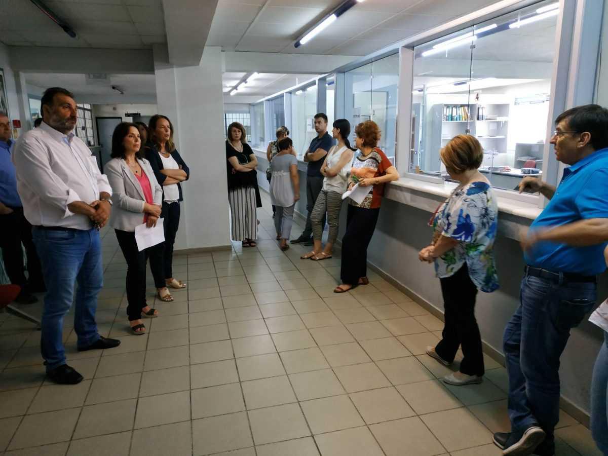 «Καλλιόπη Βέττα: Επίσκεψη στην ΔΟΥ Κοζάνης- Κατάθεση κοινοβουλευτικής ερώτησης για τα μέτρα προστασίας εργαζομένων και πολιτών»