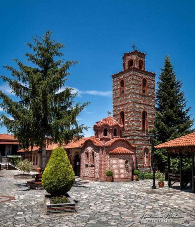 Ο Δήμος Βοϊου δεν θα διοργανώσει εμποροπανήγυρη μπροστά στην Ι.Μ. Κοιμήσεως της Θεοτόκου στο Μικρόκαστρο. Δεν απαγορεύεται η μετάβαση των προσκυνητών καβαλάρηδων στην Ιερά Μονή Μικροκάστρου ούτε η κυκλοφορία τους στην πόλη της Σιάτιστας.