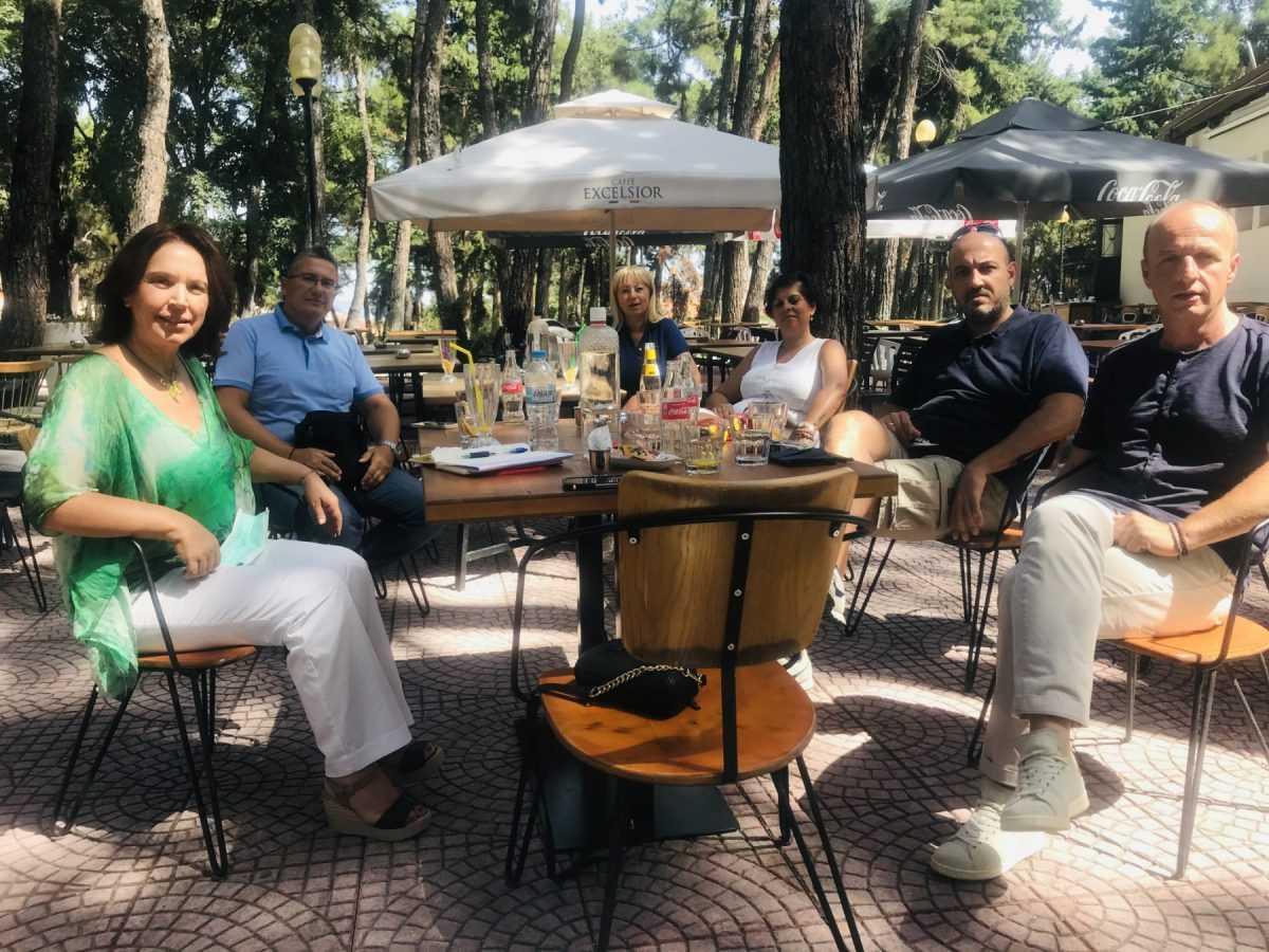 «Καλλιόπη Βέττα: Συναντήσεις με Διευθυντές Πρωτοβάθμιας, Δευτεροβάθμιας εκπαίδευσης και εκπαιδευτικούς - Κοινοβουλευτική ερώτηση για τις ελλείψεις σε σχολικές καθαρίστριες στην ΠΕ Κοζάνης»