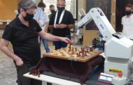 Σιμουλτανέ του παγκοσμίου φήμης σκακιστή Βασίλη Κοτρωνιά στην Κοζάνη