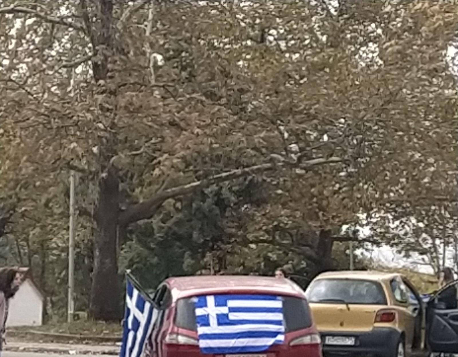 Από την ματαίωση της μηχανοκίνητης πορείας, εκδήλωσης τιμής της Εθνικής Γιορτής της 28ης Οκτωβρίου, προς τους πεσόντες και αγωνιστές του έπους του «40», στη συγκινητική παρουσία των ολίγων Ελλήνων, με αυτοκίνητα στολισμένα με τις σημαίες και τις «κατακερματισμένες» πορείες τους στους δρόμους της πόλης!
