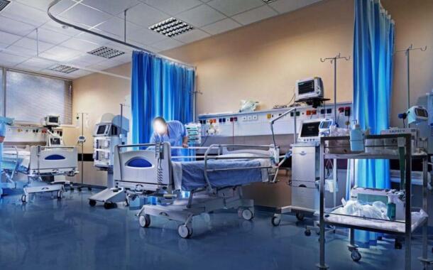 Υπάρχει, έτοιμη για λειτουργία, ΜΕΘ στο κρατικό νοσοκομείο Κοζάνης… κι όμως δεν λειτουργεί!!!  Τρόμος και αθλιότητες στα «πεδία μαχών» στο χώρο της Δημόσιας Υγείας, με παραγοντίσκους ωθούμενους από ταπεινά ελατήρια εσωκομματικών και προσωπικών συμφερόντων, που φρενάρουν τη λειτουργία της ΜΕΘ… παίζοντας πινγκ πονγκ στις πλάτες των πολιτών!!  «Σιγήν ιχθύος» τηρούν οι κυβερνητικοί βουλευτές, που δεν ερωτούν στο κοινοβούλιο!
