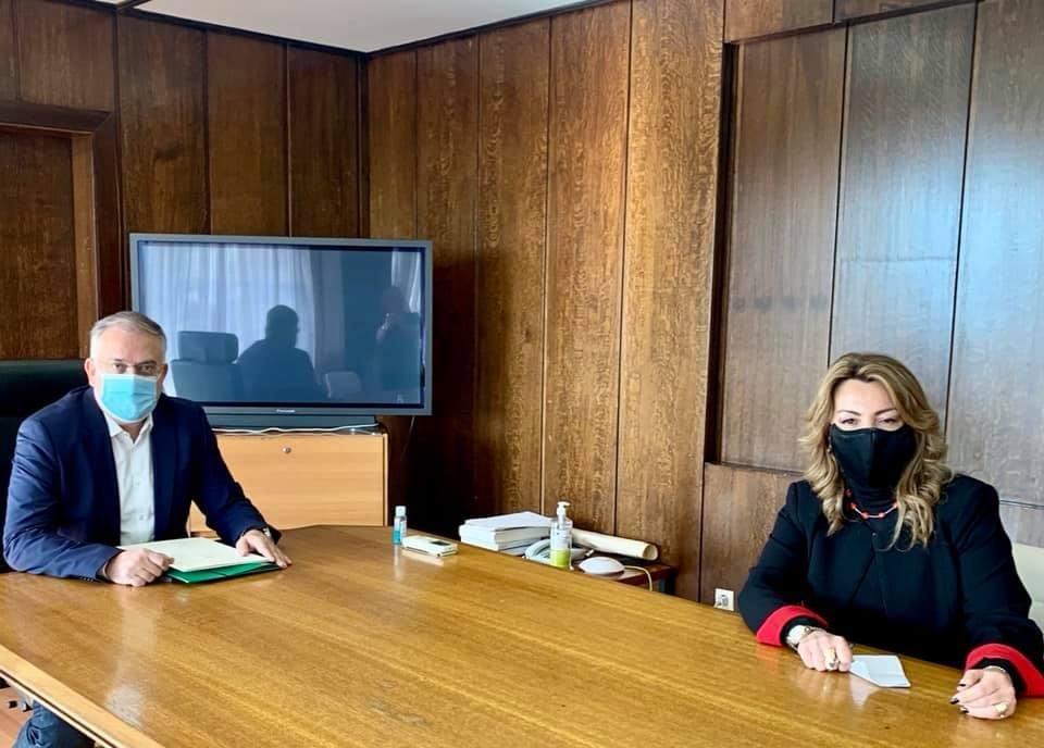 Θέματα που απασχολούν κυρίως τους πολίτες της Μακεδονίας συζήτησε η επικεφαλής του Γραφείου του Πρωθυπουργού στη Θεσσαλονίκη Μαρία Αντωνίου με τον Υπουργό Εσωτερικών Τάκη Θεοδωρικάκο