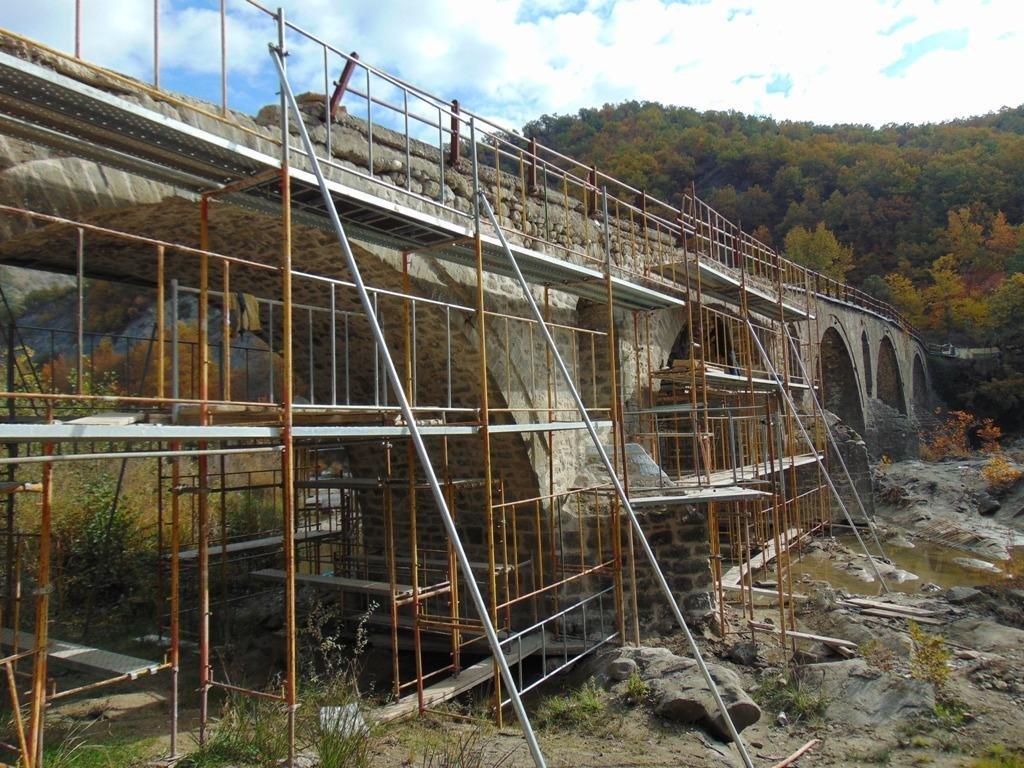 Αποκαθίσταται το ιστορικό πέτρινο γεφύρι του Σπανού 85 μέτρων και των πέντε τόξων στα Γρεβενά, προϋπολογισμού 450.000 ευρώ, έως τον Νοέμβριο του 2022