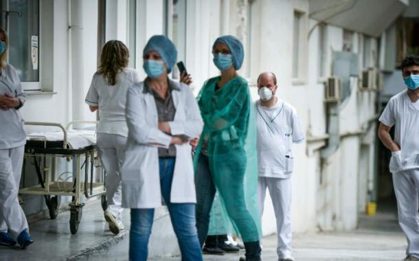 Mήνυση κατά της κυβέρνησης για τη διαχείριση της πανδημίας καταθέτουν οι νοσοκομειακοί γιατροί