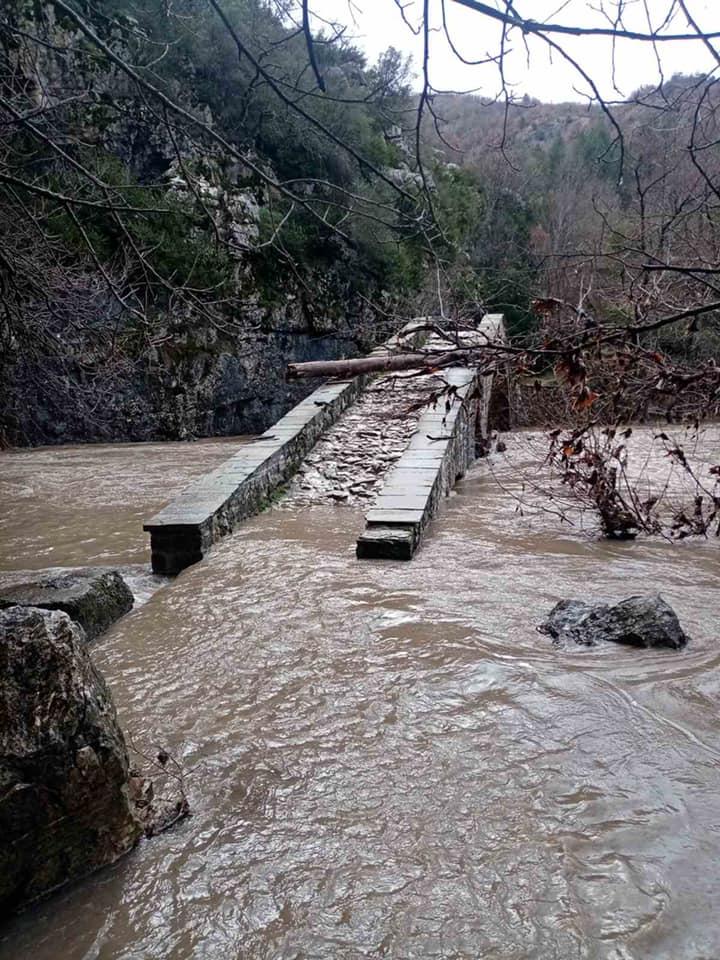 Ζημιές στο οδικό δίκτυο της ΠΕ Γρεβενών από τις τελευταίες βροχοπτώσεις. Ιδιαίτερη προσοχή στις μετακινήσεις των πολιτών.