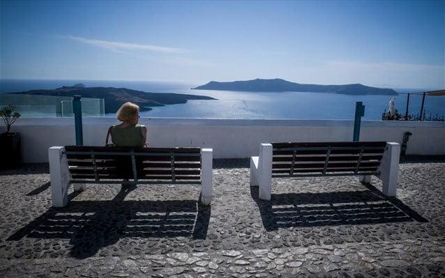 Σε τρία στάδια το άνοιγμα της ελληνικής τουριστικής αγοράς. Για Ιούλιο, Αύγουστο, Σεπτέμβριο οι κρατήσεις - Ψαλιδίζονται οι εκτιμήσεις για τα φετινά έσοδα