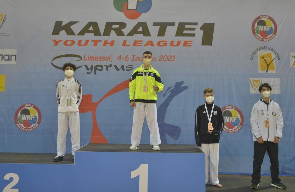 Πρώτος στο παγκόσμιο πρωτάθλημα Καράτε ο Χρήστος Τζίλιας με καταγωγή από το Μικρόκαστρο Κοζάνης. Τιμή για την περιοχή μας