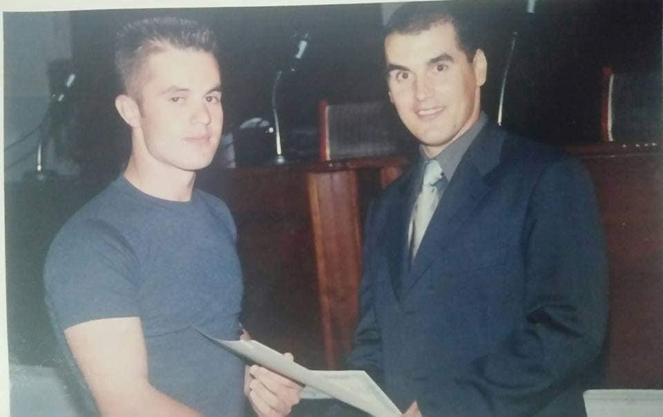 Η ζωή του προπονητή της εθνικής ομάδας ταεκβοντο της Αλβανίας που ήρθε 14 ετών στην χώρα μας και δούλευε σαν ελαιοχρωματιστής